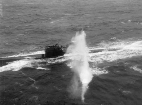 Fleet_Air_Arm_Attack_a_U-boat,_during_a_Convoy_To_Russia,_3_April_1944_A22859
